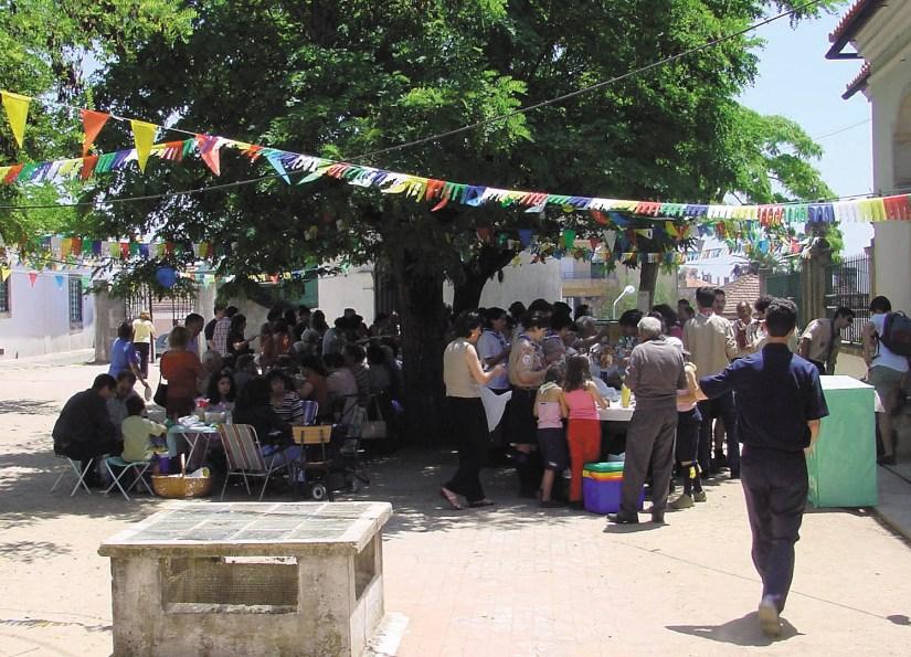 Igreja de Santo António dos Olivais, almoço partilhado, Junho 2002