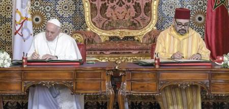 Papa Francisco visitando a mesquita Hassan II durante sua jornada apostólica em Rabat, Marrocos, 30 de março de 2019. Com ele o rei marroquino Mohammed VI.