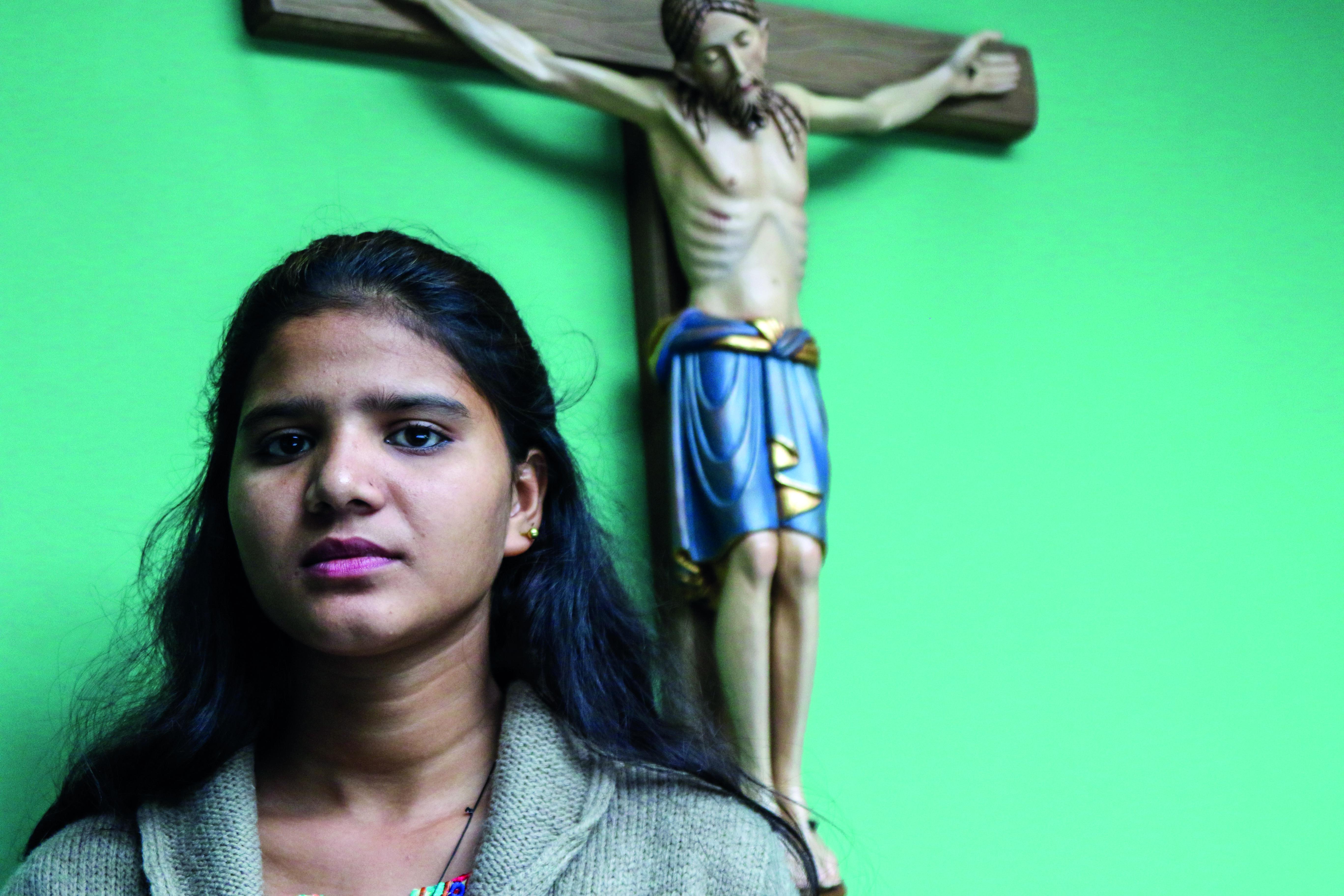 Filha de Asia Bibi, Eisham Ashiq, durante a sua visi-ta ao Reino Unido, em 2018.