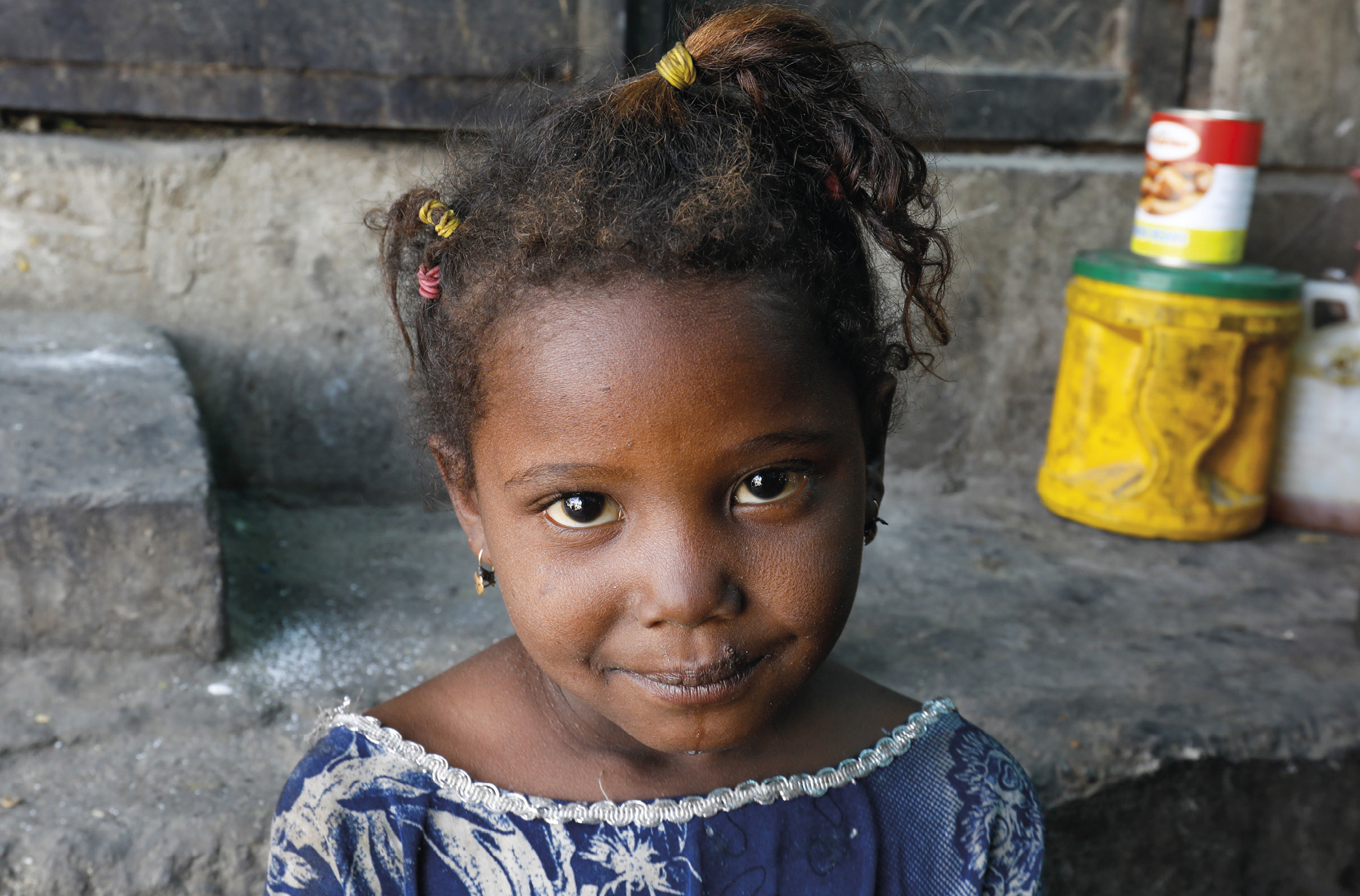 Criança deslocada devido ao conflito no Iémen, que já provocou mais de 3,6 milhões de deslocados. Foto 2019, EPA / Yahya Arhab.