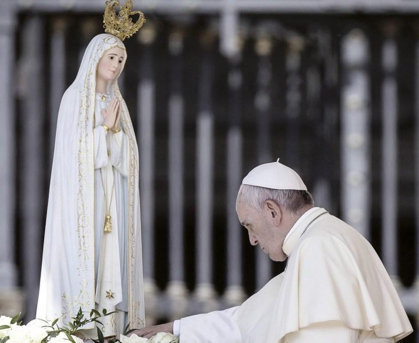 Papa Francisco. Com Maria peregrino na esperança e na paz, 13 maio 2017.