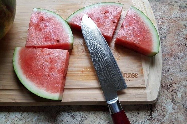 Schneiden einer Wassermelone