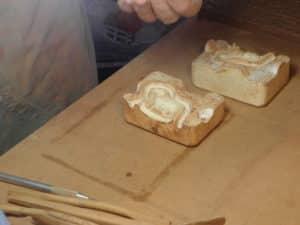 deux moitiés de moule pour santon de Provence