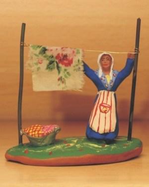 Femme à l'étendoir santons Volpes