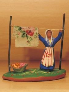 Femme à l'étendoir santons de provence