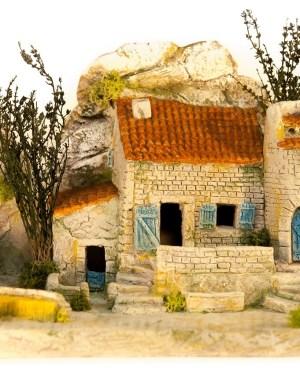 Mas provençal avec pigeonnier décor de crèche
