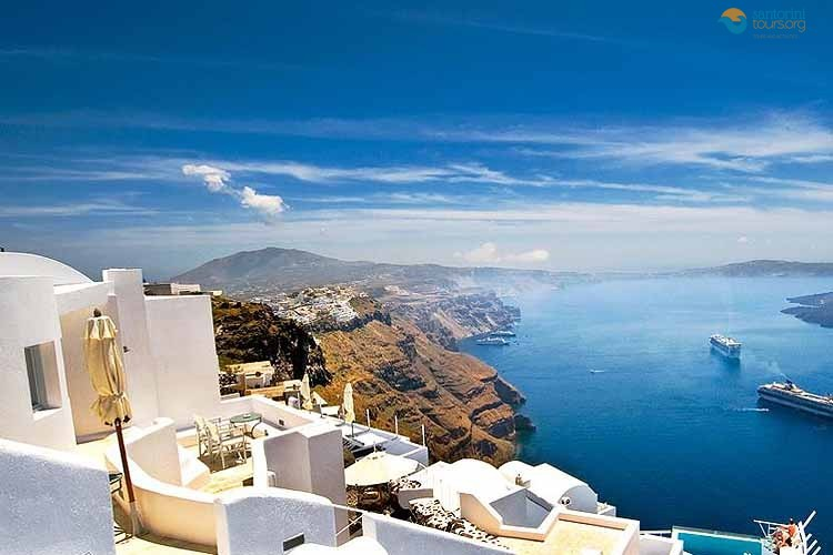 santorini-port-beautiful-world-kiklades