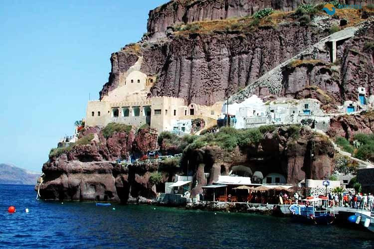 santorini-ports-beautiful-world