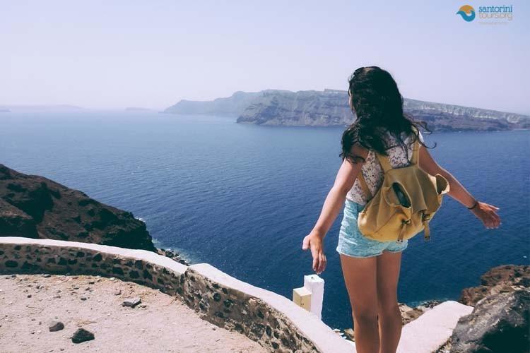 5-reasons-travelers-love-santorini-island-1