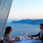 Live a romantic weekend in Santorini