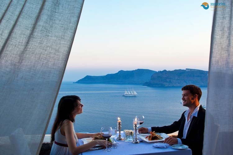 live-a-romantic-weekend-in-santorini-1