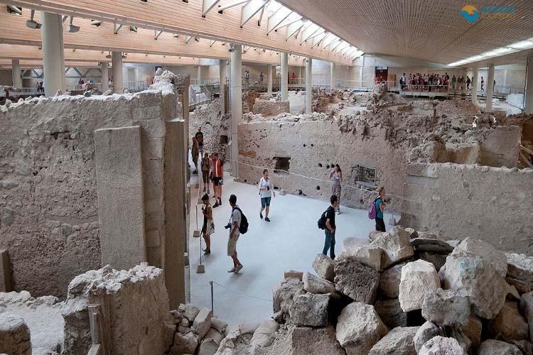 santorini-museums-tribute-history-greek-island-1