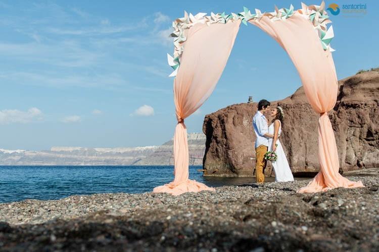 BEACH WEDDING IN SANTORINI