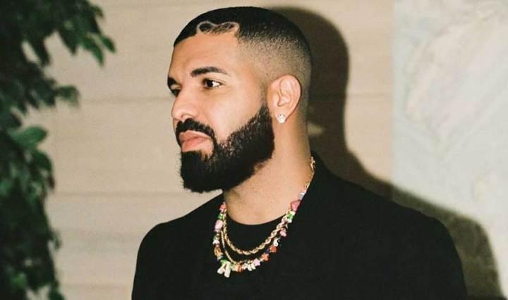 Drake-iguala-marca-que-pertencia-aos-Beatles