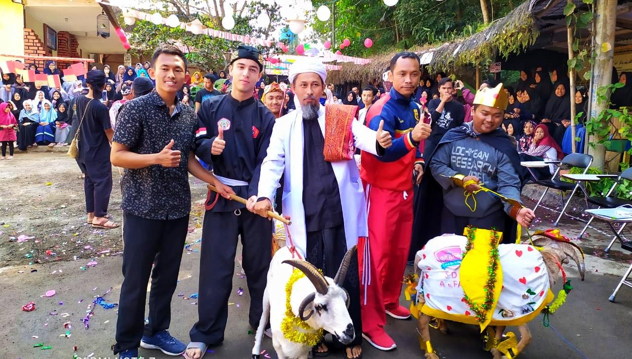 Sambut Idul Adha, Al-Fath Gelar Lomba Rias Domba bersama Bule Asal Belgia