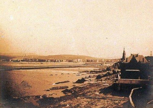 junto al puerto hacia 1895
