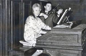 miren-roji-al-organo