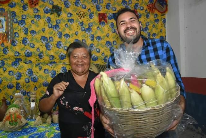 Forró, quadrilha improvisada e comidas típicas marcam o encerramento da I Feira do Milho