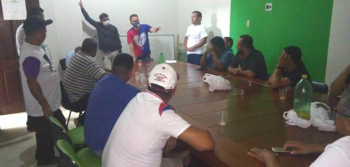 Prefeitura anuncia auxílio de 300 reais aos taxistas.