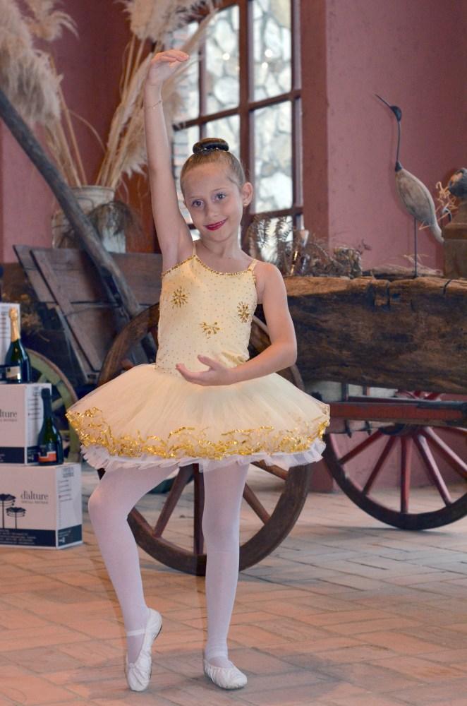 ae858adf68 A Pequena Isabelly e o sonho de ser uma Bailarina Profissional
