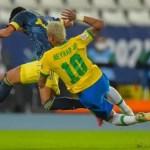 neymar-cai-apos-dividir-bola-com-jogador-da-colombia-em-jogo-do-brasil-na-copa-america-1624495918391_v2_450x337.jpg.webp