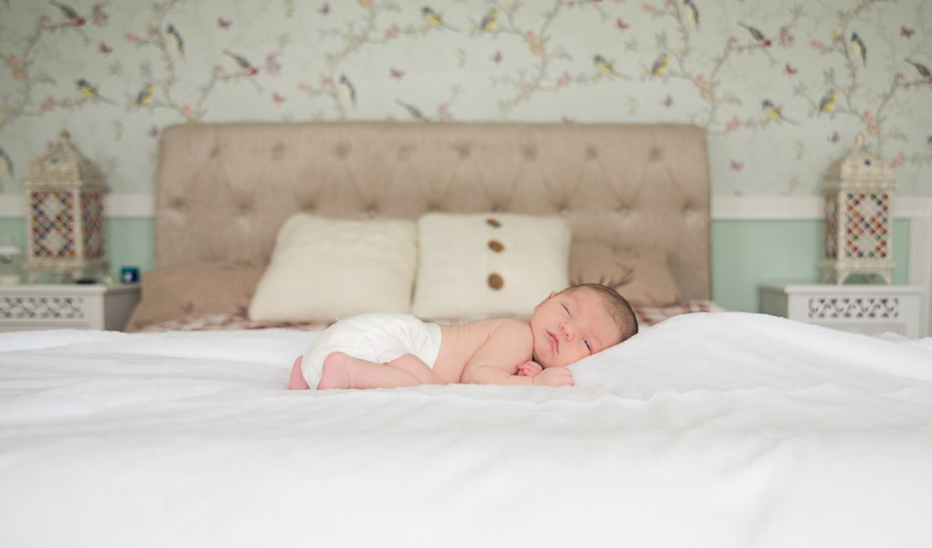 newborn baby girl photo session with saol nua photography