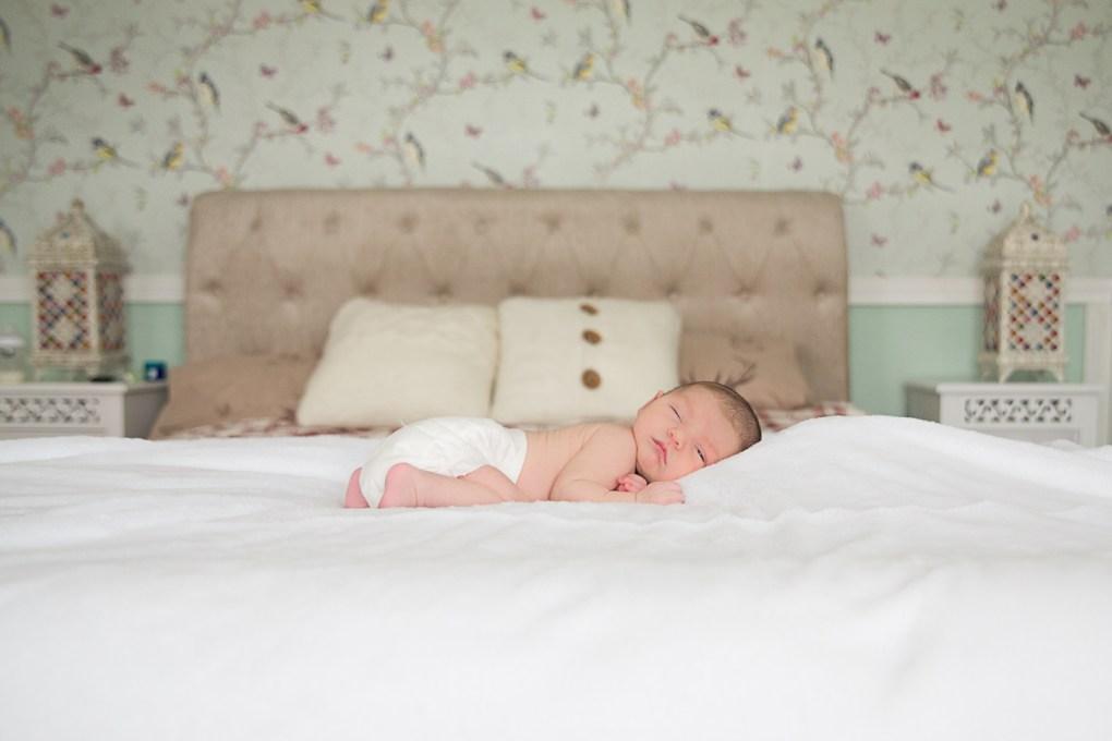 newborn baby girl photo session with saol nua photography