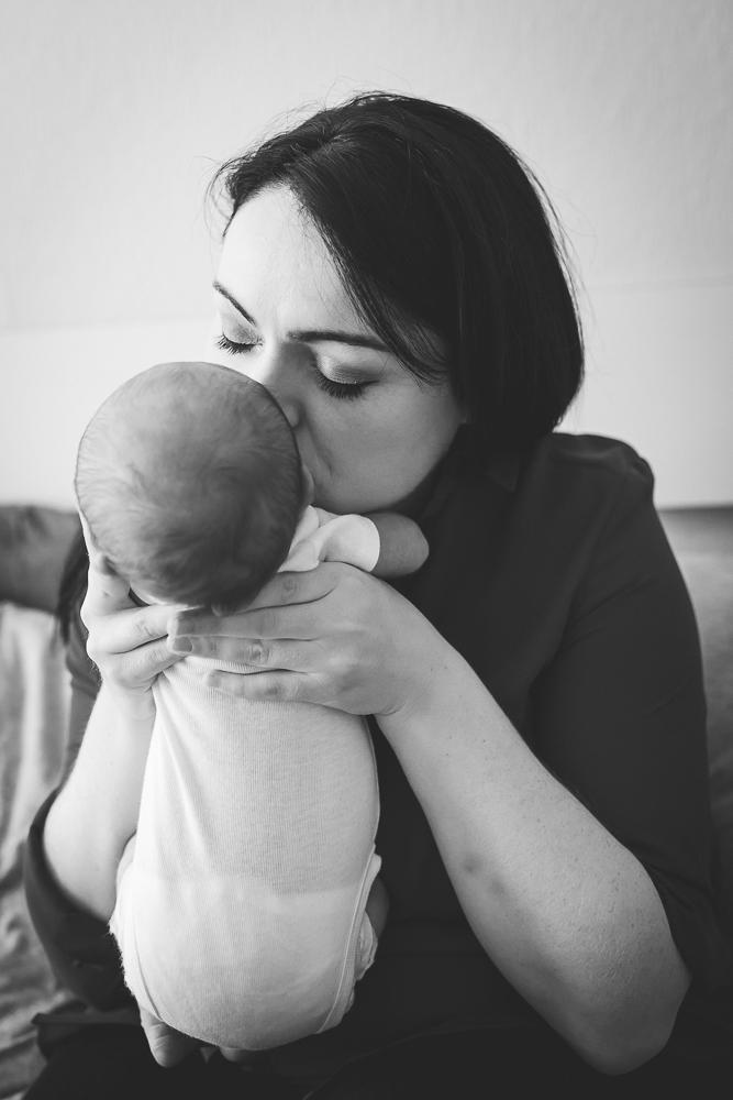 mum and baby, newborn, mummy and me, me and my mammy, baby, kiss, cuddle