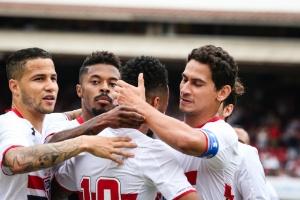 jogadores-do-sao-paulo-comemoram-gol-marcado-contra-o-sport-no-morumbi-1446324598826_300x200