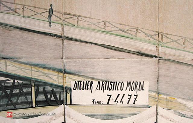 No rodapé do mural a assinatura e o número de telefone.