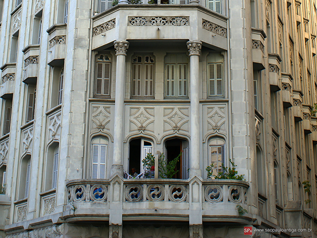 Detalhe da fachada (clique para ampliar).