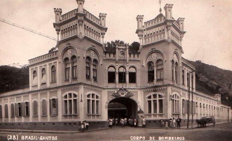O Corpo de Bombeiros pouco depois de inaugurado em 1909 (clique na foto para ampliar).