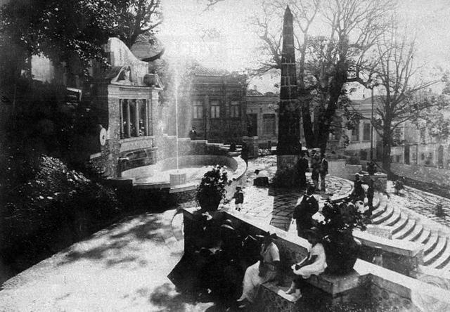 Vista do Largo da Memória na década de 30 (clique para ampliar)