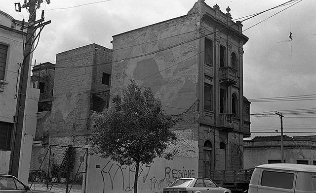 Outro ângulo do prédio, no mesmo ano de 1991 (clique na foto para ampliar)