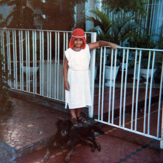 Eu, em 1984 e com 10 anos de idade, fantasiado para o carnaval.