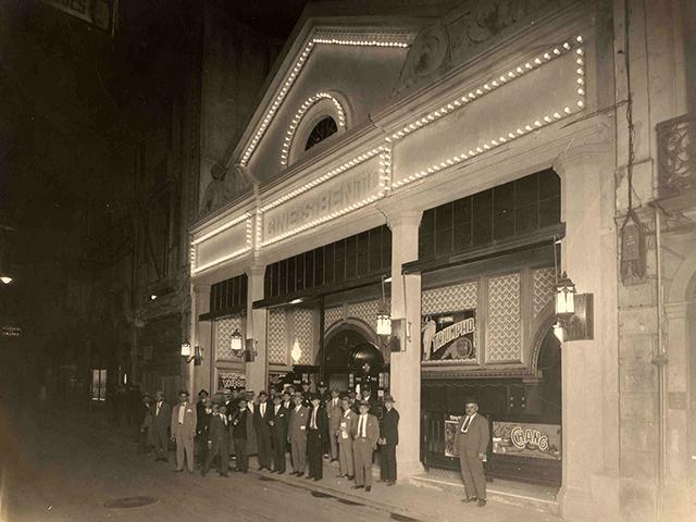 Cine São Bento em uma noite de 1927 (clique para ampliar)