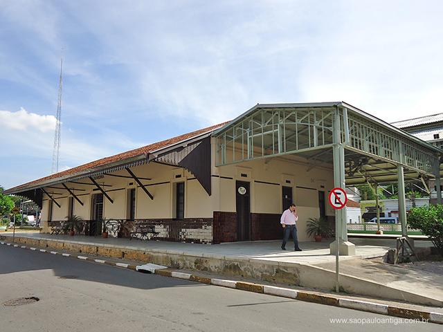 Área externa da estação (clique para ampliar)