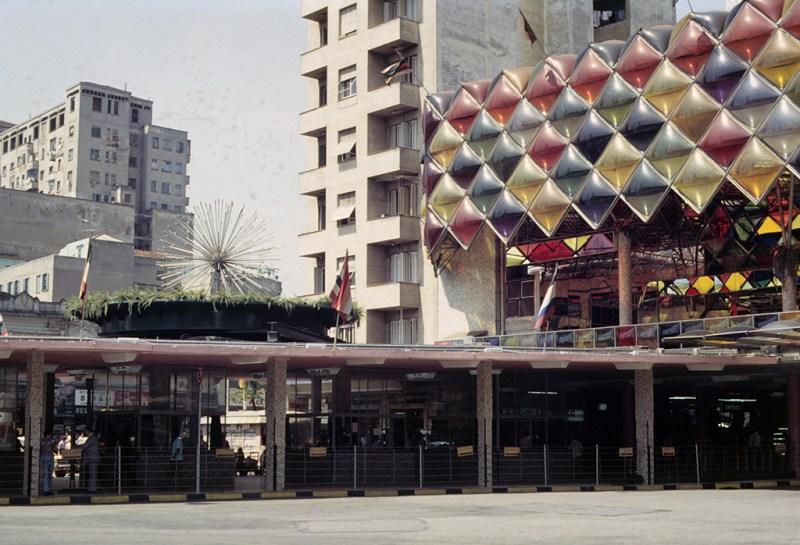 Ao fundo o edifício Opus, demolido em 2011