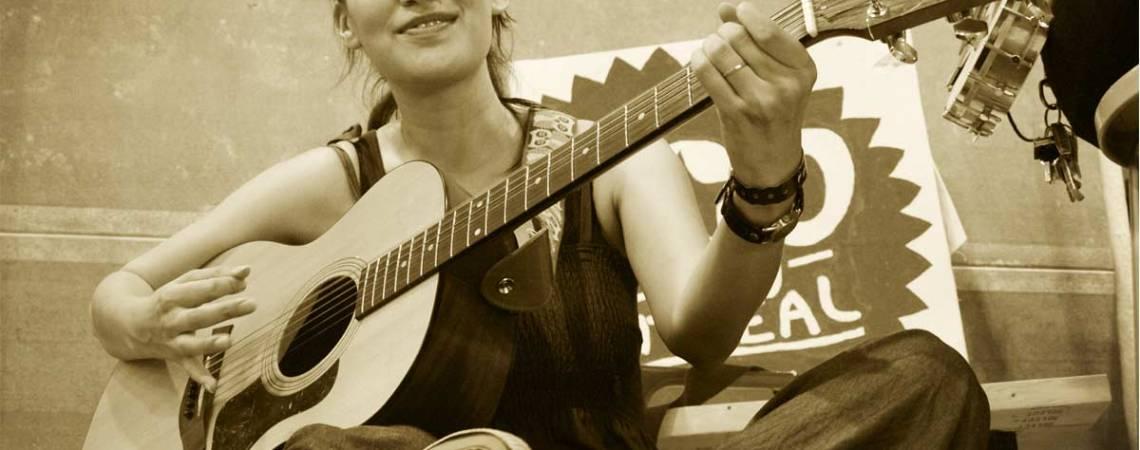 La chanteuse Nieve Nelson à Pop Montréal