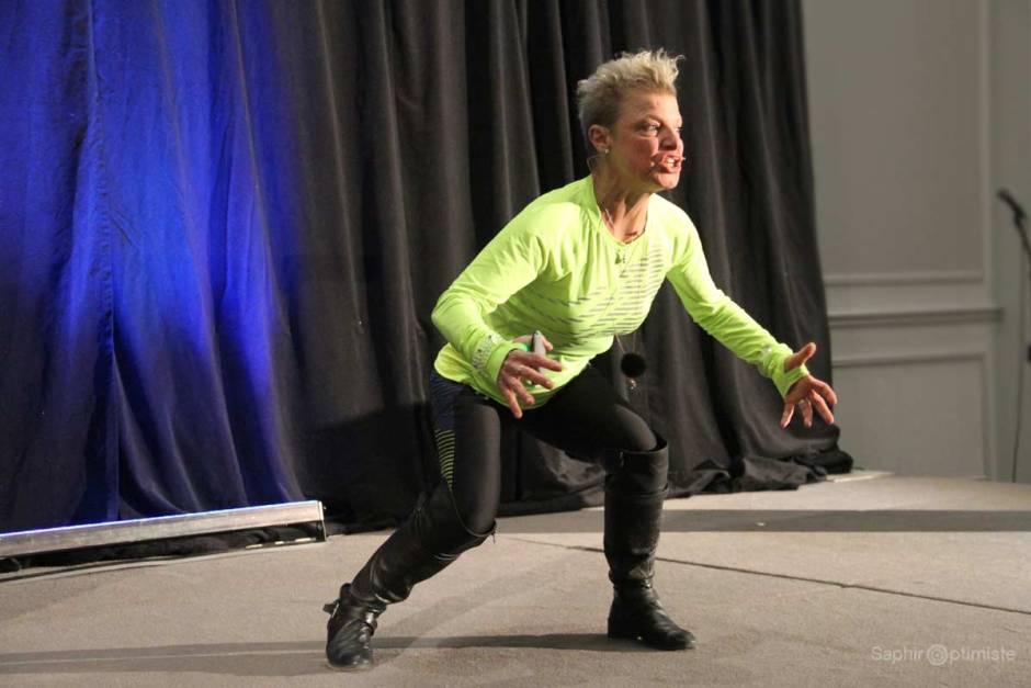 resilience-courage-show-johanne-fontaine-conference-photoptimiste-saphir-optimiste-vert