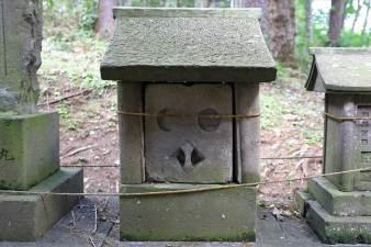 藤の沢神社 石の小祠