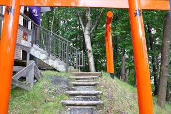 清田稲荷神社 本殿への階段