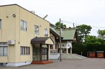 篠路神社 社務所と本殿