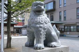 北海道神宮頓宮 恋愛成就の狛犬様