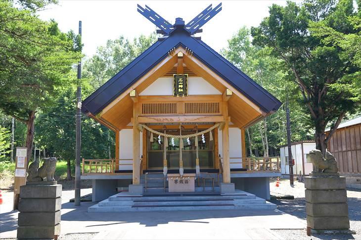 石山神社 社殿と狛犬様