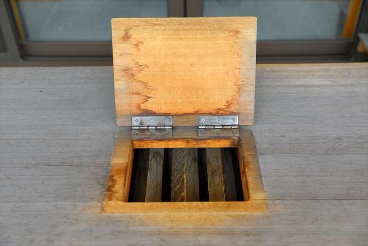 札幌村神社 賽銭箱の蓋