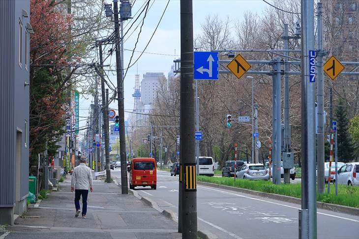 札幌諏訪神社の前からさっぽろテレビ塔を見る