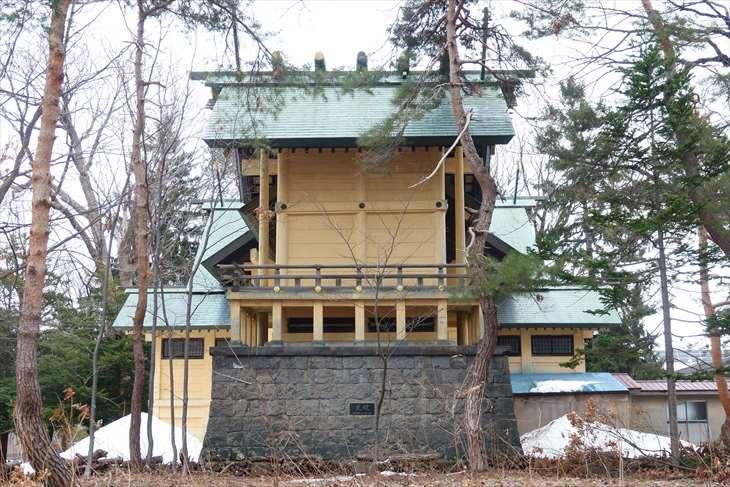月寒神社の本殿後ろ側