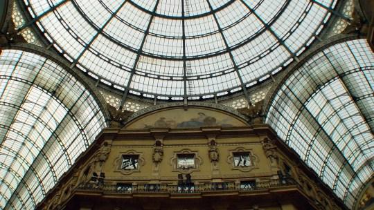 ミラノは伝統と新しさの融合が未来的な都市であさりのペペロンチーノに白ワイン