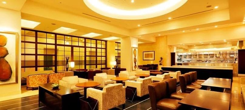 待ち合わせに使える広く快適なホテルラウンジ